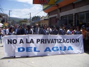 FOTO-CARTEL-NO-A-PRIVATIZACIÓN-DEL-AGUA